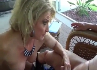 Mom with green eyes knows how to suck