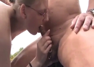 Sexy auntie is sucking it good