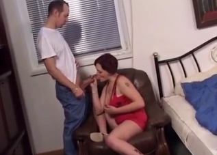 Good mom gives a gorgeous blowjob