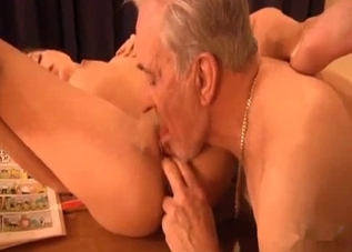 Awesome hottie opens her crack for dad