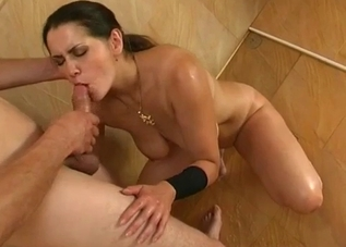 Awesome mom with big boobs likes sex