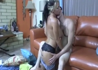 Young auntie seduced and orally fucked