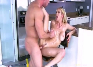 Busty golden mom fucked in hardcore mode